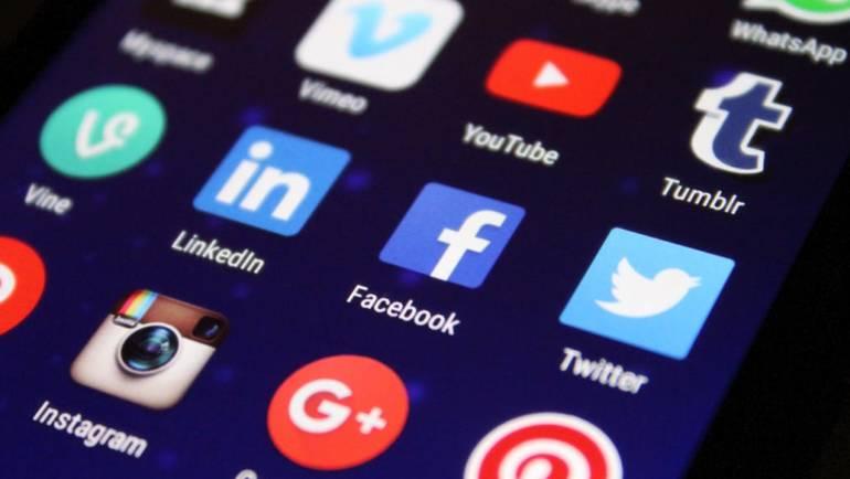 Come Internet ha cambiato la nostra vita. Pro e contro dei social network, tra bufale e memoria collettiva
